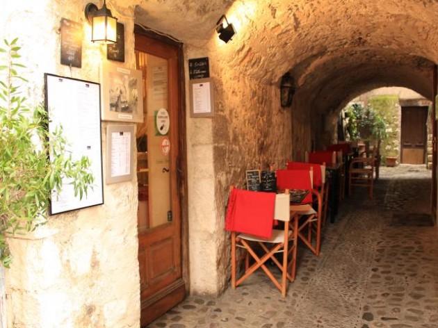 サン・ポール・ド・ヴァンスのカフェ