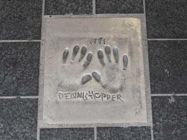 カンヌ デニスホッパーの手形