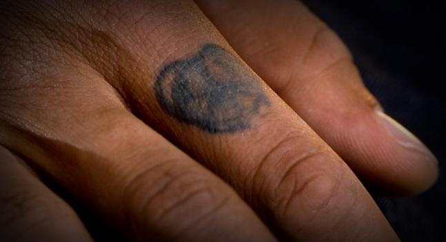 ネイマール右手人差し指のタトゥー
