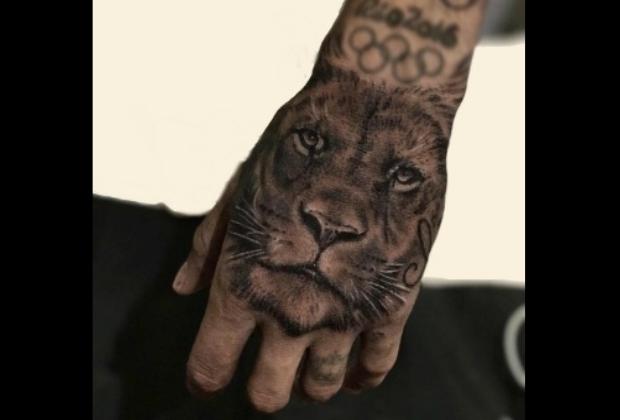ネイマール左手のタトゥー