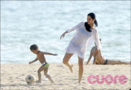 ロナウジーニョの子供の母親Janaína Mendesパパラッチ写真2